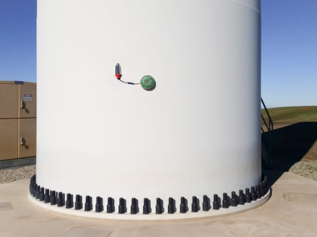 Ping Monitor magnetically mounted on a turbine tower. (Image courtesy of Ping Services.)