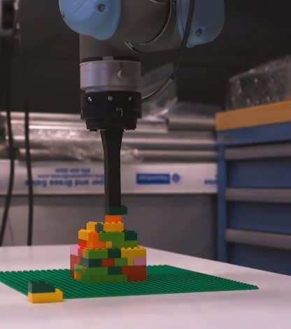 Autodesk llevó a cabo su investigación robótica utilizando bloques de Lego.  (Imagen cortesía de Autodesk University).