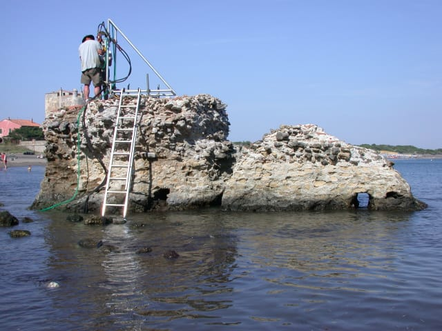 ROMACONS drilling at a marine structure in Portus Cosanus, Tuscany, 2003. Drilling is by permission of the Soprintendenza Archeologia per la Toscana. (Image courtesy of J.P. Oleson.)