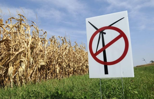 Anti-wind sign near an Illinois cornfield. (Image courtesy of Kankakee Daily Journal.)