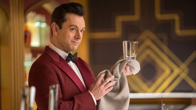 The perfect bartender, as per Hollywood. Picture by Jamie Trueblood, Columbia Pictures)