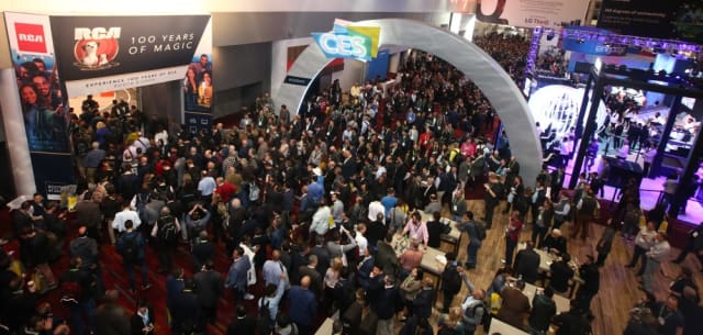 Attendees arrive for the opening day of CES 2019. (Image courtesy CES.)