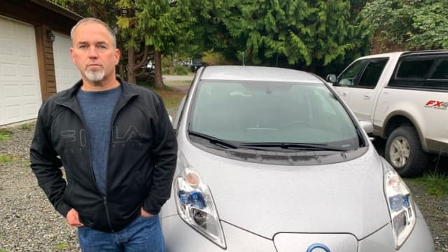 According to Nissan Canada, the cost to replace the battery in this 2013 Nissan Leaf is $15,000—more than the vehicle's current value. (Image credit: Martin Diotte/CBC.)