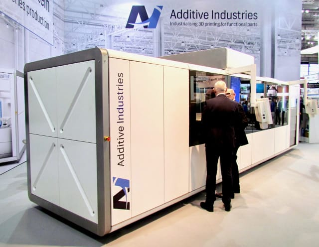 The much larger full-size MetalFAB1 from Additive Industries.(Image courtesy of Fabbaloo.)