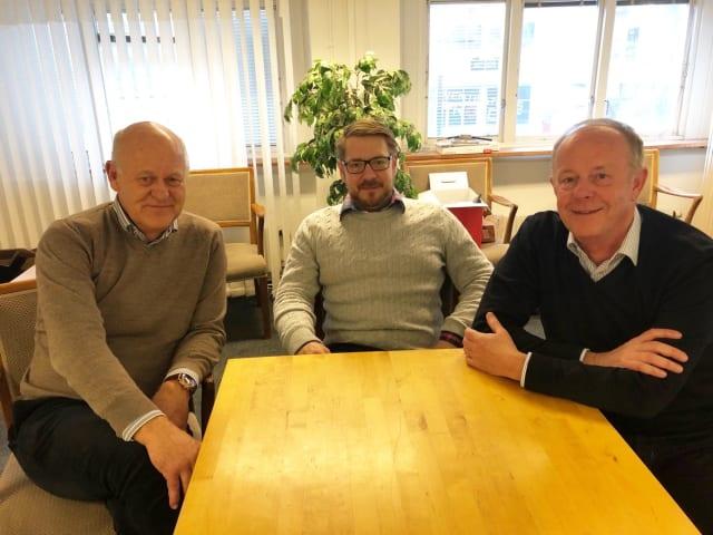 Pool robot manufacturer Weda's CEO Klas Lange (left) together with the purchasing and PLM manager, Daniel Anjou (middle) and Eurostep's marketing manager, Håkan Kårdén.