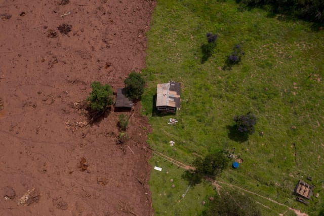 Aerial footage of destruction from the Brumadinho dam collapse, taken two days after the collapse occurred. When the mining dam broke, it sent a wave of toxic mud into the town underneath the mine, killing at least 160 people. Now, people are looking for answers. (Image courtesy of Mauro Pimentel/AFP.)