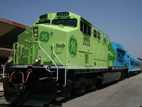 GE Transportation's concept for a hybrid electric train, showcased in 2007. (Image courtesy of Railway Gazette.)