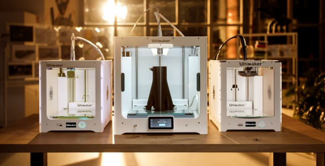 The Ultimaker S5 situated between two Ultimaker 3 3D printers. (Image courtesy of Ultimaker.)