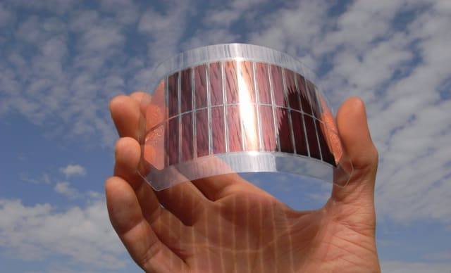 Chinese Researchers Smash Record for Organic Solar Cell Efficiency