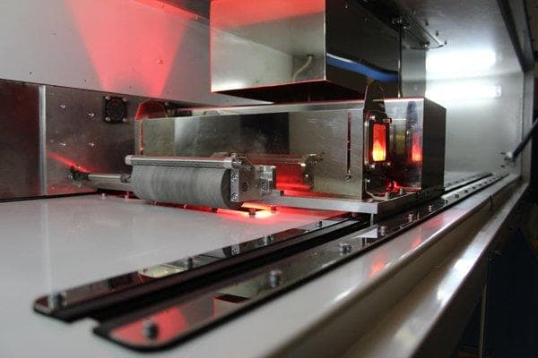 The High Speed Sintering printhead performing a print. (Image courtesy of Loughborough University.)