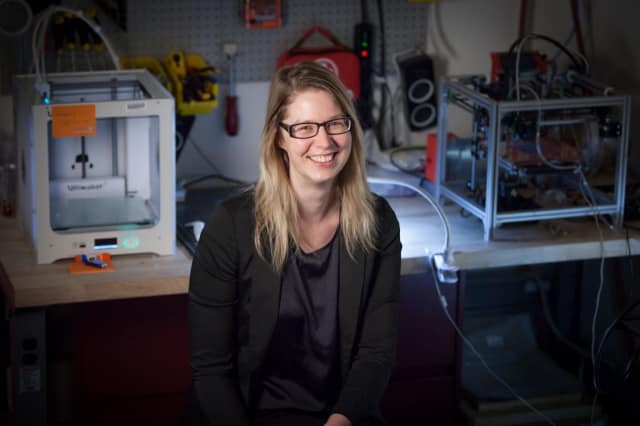 MIT Professor Stefanie Mueller in her lab. (Image courtesy of MIT.)