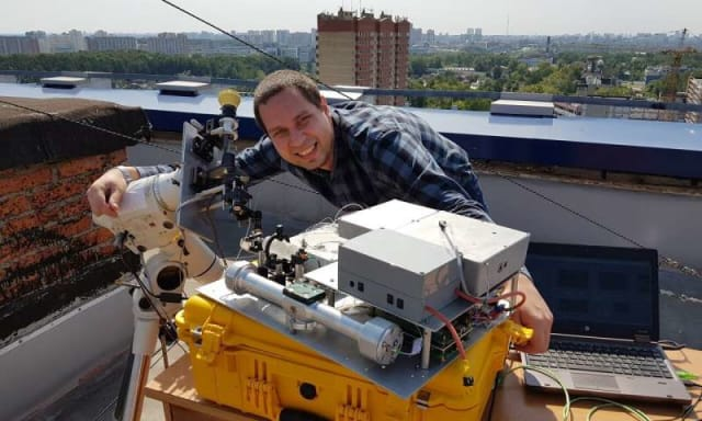 Setting up a heterodyne spectrometer for observations on the roof of the Applied Mathematics Building of the Moscow Institute of Physics and Technology. (Photo courtesy of Alexander Rodin/MIPT.)