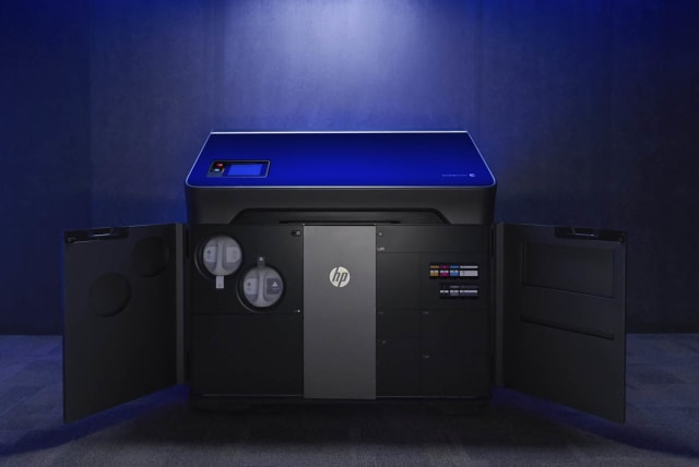 HP's new Jet Fusion 300/500 3D printing solution for functional prototyping and short-run production. (Image courtesy of HP.)