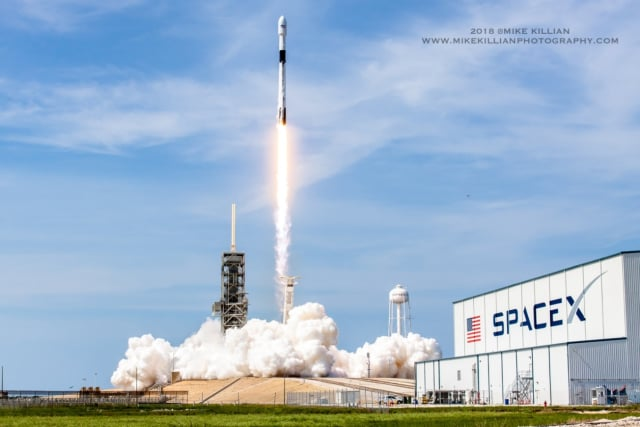 Note the black interstage of the rocket. (Image courtesy of MikeKillianPhotography.com.)