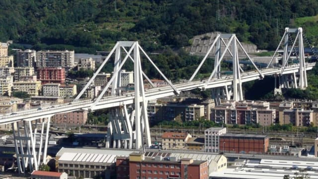 The Morandi Bridge relied on a relatively small number of concrete-coated metal stays for its support. (Image courtesy of Wikimedia Commons.)