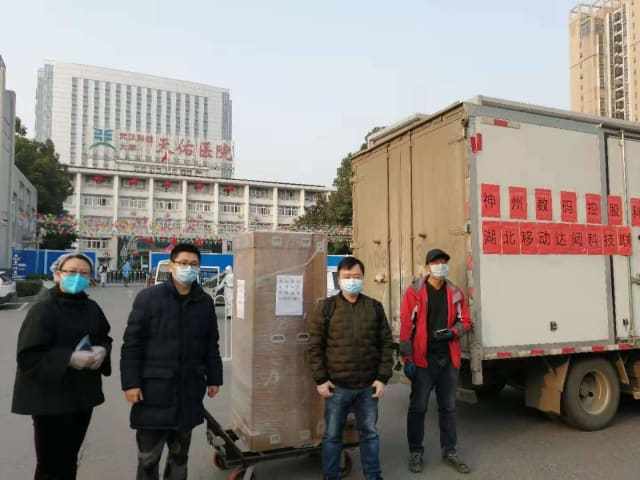 Wuhan's Tongji Tianyou Hospital receives a shipment of CloudMinds cloud robots. (Image courtesy of Business Wire.)