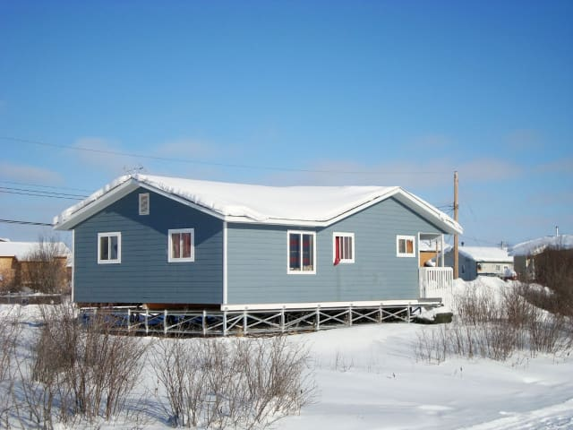 An example of a space frame, lifting a house off the ground to avoid thawing the permafrost beneath it. (Image courtesy of Multipoint Foundations.)