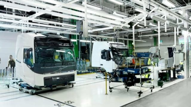 Vision and Practice at Volvo Group GTO: Industry 4 0 and PLM