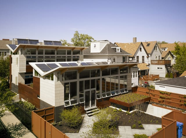 The Yannell House has 96 windows that limit the need for the use of lighting, as well as 48 solar panels, which make the house generate more electricity than it consumes in the summer. (Image courtesy of Farr Associates.)