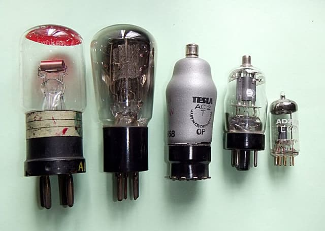 The evolution of triode vacuum tubes from a 1916 model (left) to one from the 1960s. (Image courtesy of Wikipedia user RJB1.)
