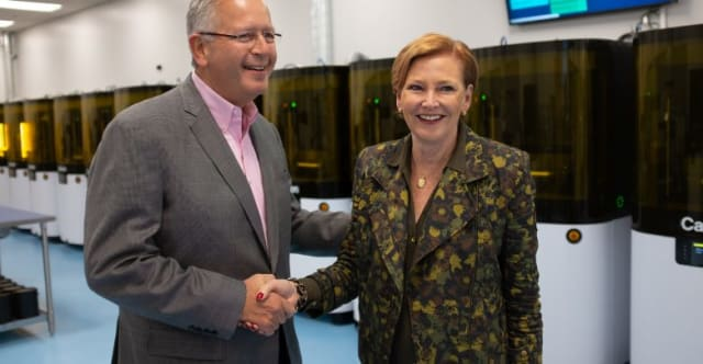 Carbon founder Joseph DeSimone shakes hands with the firm's new CEO, Ellen Kullman. (Image courtesy of Carbon.)