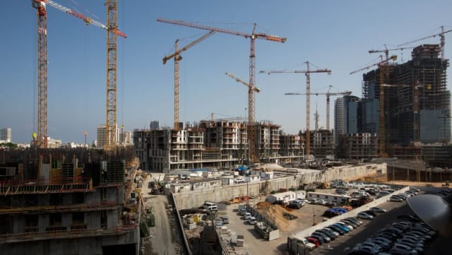A construction site in Tel Aviv, Israel. Israeli authorities, who are concerned about safety on construction sites, have proposed a plan for more stringent safety inspections.(Image courtesy of Miriam Alster/Flash90.)