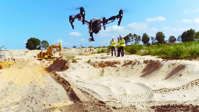 A drone flying over the Florida Hospital Apopka project site. (Image courtesy of Brasfield & Gorrie.)