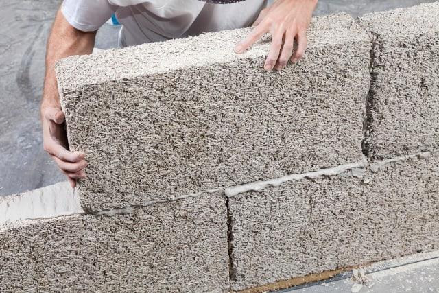 Hempcrete blocks being laid. (Image courtesy of ISO Hemp.)