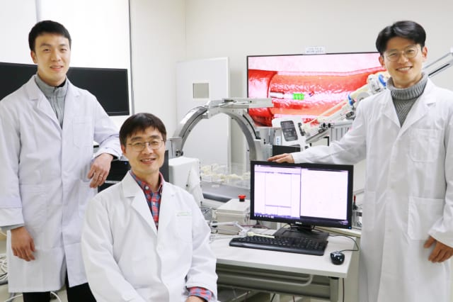 From left, Ph.D. student Sungwoong Jeon, Professor Hongsoo Choi and Ph.D. student Kangho Kim have developed an attachable guidewire microrobot to assist with cardiovascular disease surgeries. (Image courtesy of DGIST.)