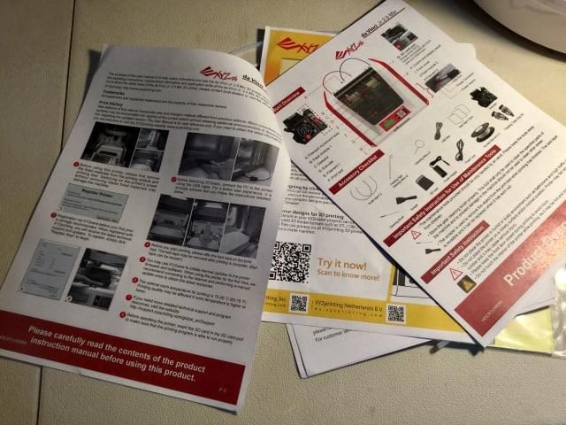 Basic printed instructions come with the XYZprinting da Vinci Jr. 2.0 Mix