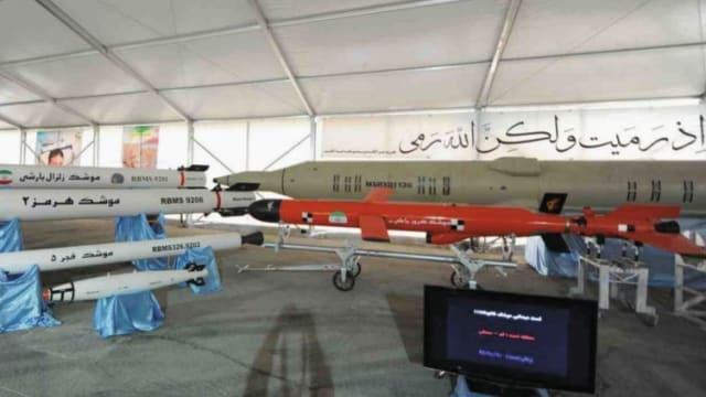 Iranian Ya-Ali missile (in red).