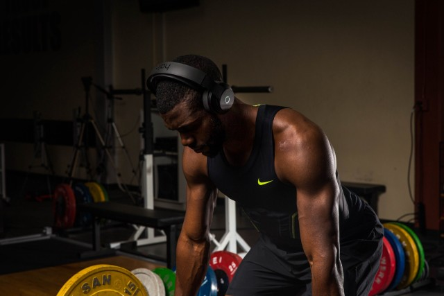 A weightlifter wear the Halo Sport. (Image courtesy of Halo Neuro.)
