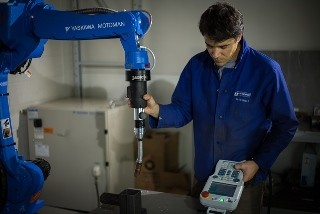 The Robotiq FT 150 is programmed with a Force Torque Sensor to perform a welding operation. (Image courtesy Robotiq.)