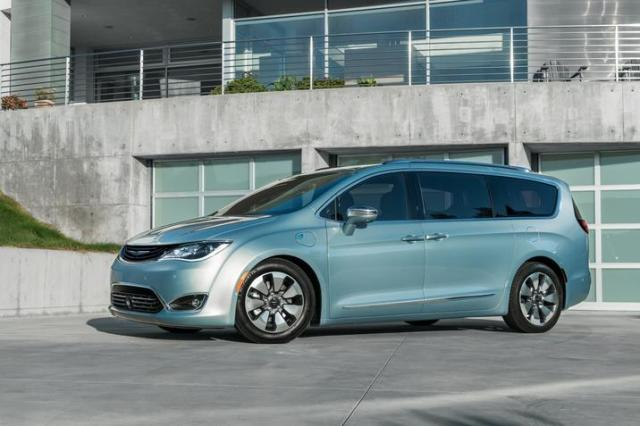 The 2017 Pacifica Hybrid to be engineered for integration with Google self-driving technology (Image courtesy of Fiat Chrysler Automobiles.)