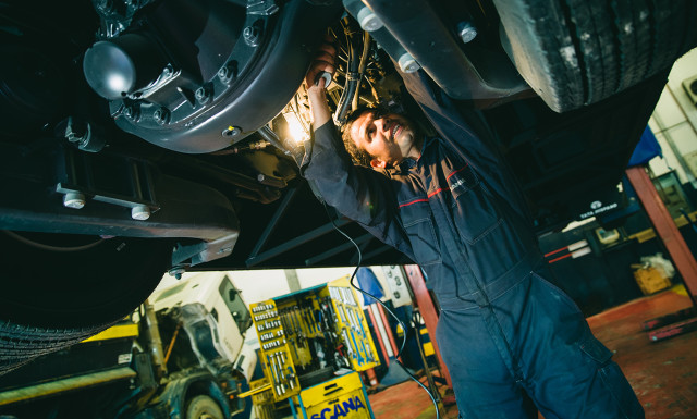 Connected services are an important part of Scania's new truck models. The company currently has more than 200,000 connected vehicles on the roads, and with the new capabilities,  maintenance services can be based on actual usage data rather than on the traditional milage or calndar method. In the picture, Scania technician Abdelmajid Charak performs maintenance on a heavy truck.