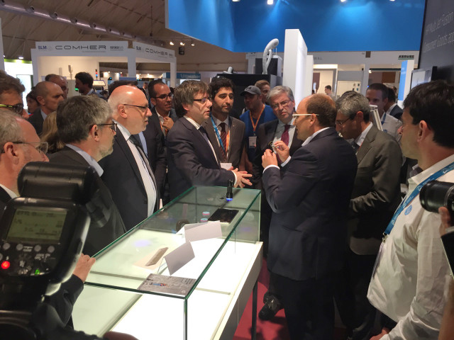 The President of Catalonia, Carles Puigdemont, visiting HP's booth.