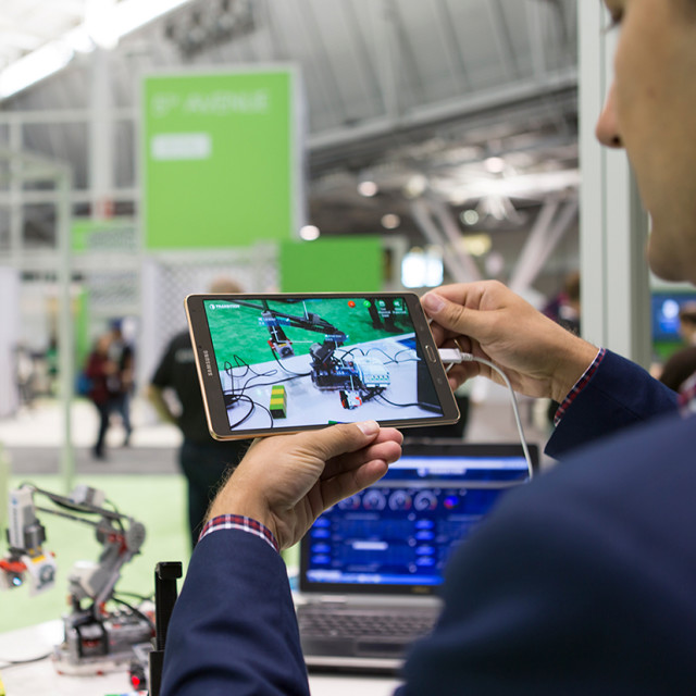 Jim Heppelmann's vision is about closing the product lifecycle loop. It's based on PTC's PLM solution Windchill combined with the IoT platform ThingWorx, including the integration of new technologies in the augmented and virtual reality field.