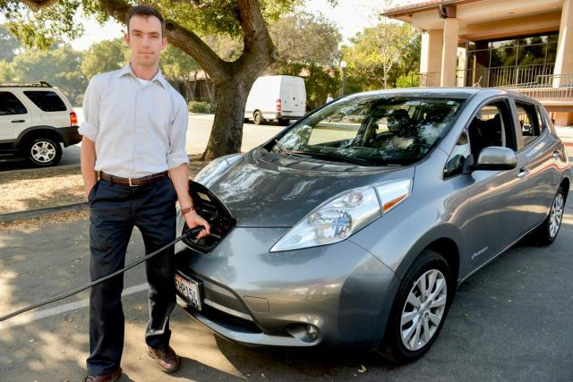Matthew Pellow charges his all-electric Nissan Leaf at Stanford. Pellow has found that battery electric vehicles are a more cost-efficient choice for reducing carbon dioxide emissions than cars powered by hydrogen. (Image courtesy of Mark Shwartz/Stanford University.)