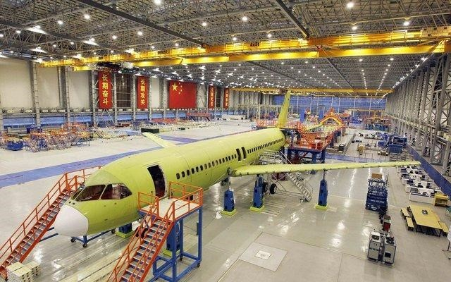 COMAC C919 Assembly in Shanghai. (Image courtesy of Flightglobal.)