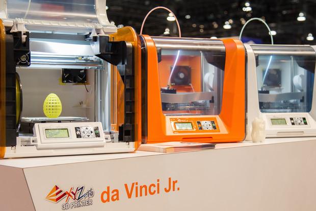 The Da Vinci 1.0, showcased in three different color schemes.