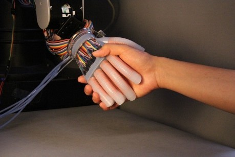 Illustration of the prosthetic hand built with optical waveguides. (Image courtesy of Science Robotics.)