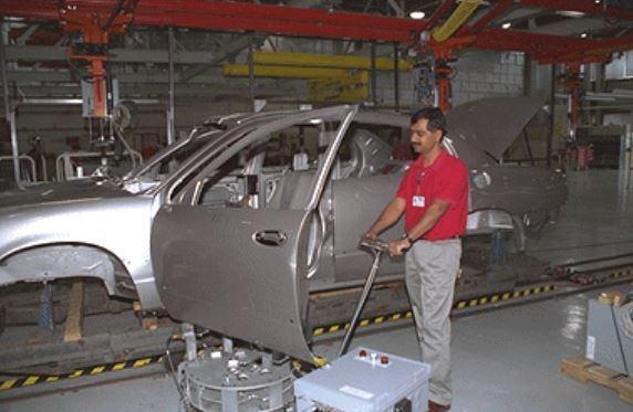 A floor-based door unloader developed by Northwestern University is tested at a GM plant. (Image courtesy Prasad Akella.)