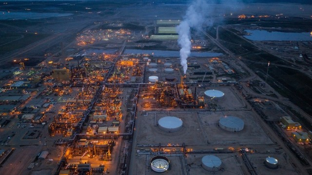 Oil production in northern Alberta has been the source of considerable controversy stemming from environmental impacts of mining. (Image courtesy of New York Times.)