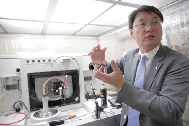 Sangkee Min with the ROBONANO in his UW Lab. (Image courtesy of Stephanie Precourt/University of Wisconsin.)