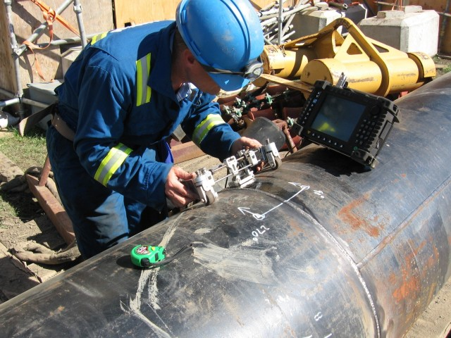 Ultrasonic testing of a pipeline weld