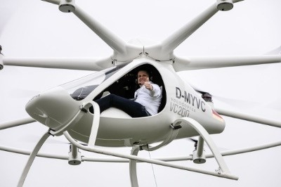 E-volo managing director Alexander Zosel premiering manned flight in the Volocopter. (Image courtesy of e-volo GmbH.)