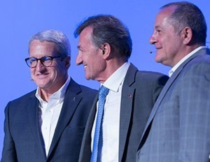 Figure 1- Bernard Charles, center, flanked by Scott Berkey, CEO of SIMULIA, left, and Max Carnecchia, CEO of BIOVIA. (Image courtesy of DS.)