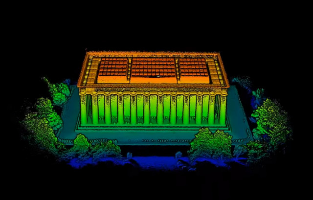 GeoSLAM did a project very similar to its scan of the conference hall using the Lincoln Memorial as a subject. The entire project only took a few hours. (Image courtesy of GeoSLAM.)