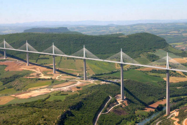 The other tallest bridge, France's Millau Viaduct, completed in 2004. (Image courtesy of www.highestbridges.com.)