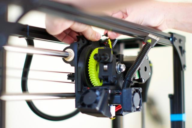 The extruder can easily be attached to the printer by a single screw. (Image courtesy of Volim Photo.)
